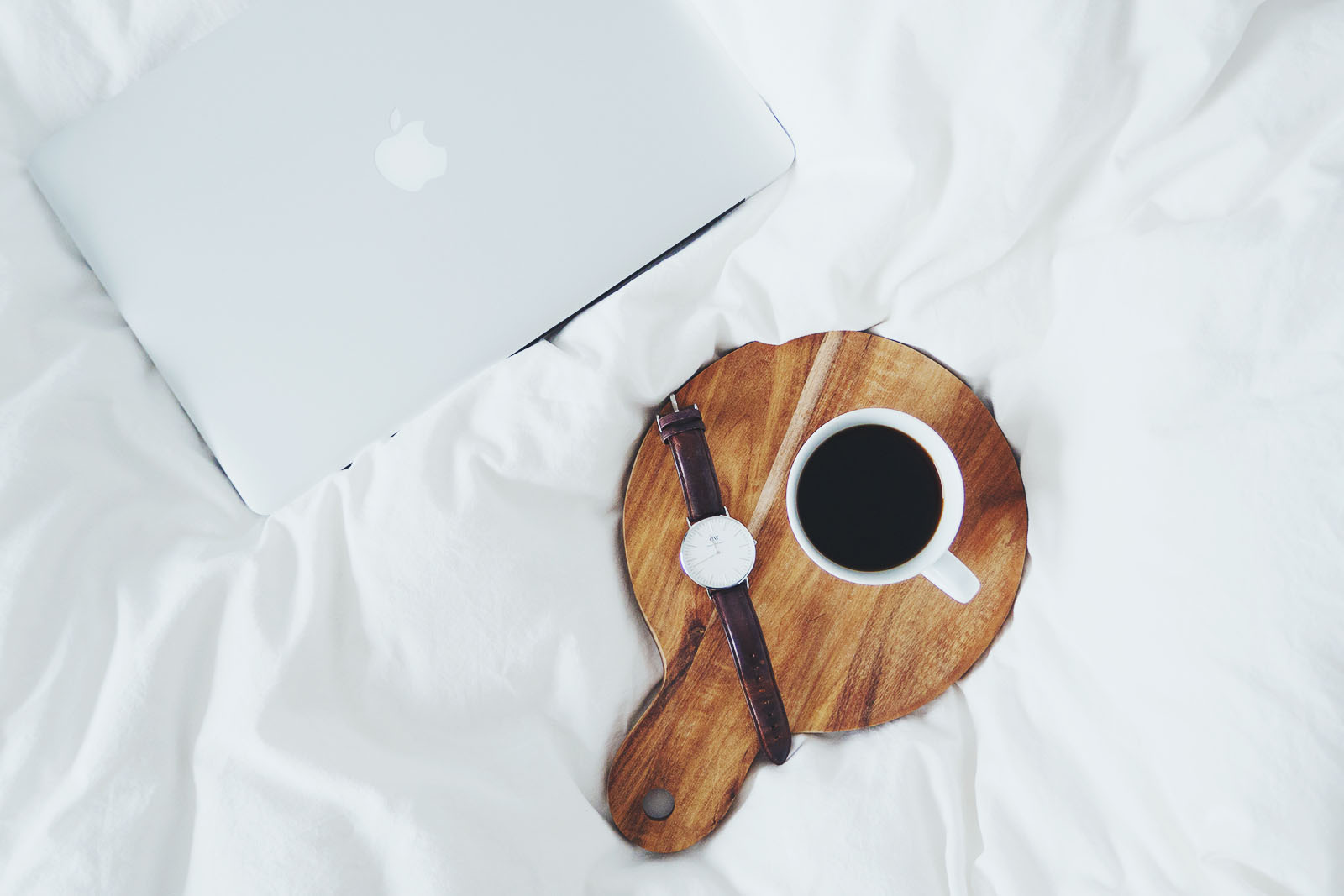 MacBook kaffe Daniel Wellington coffee bed