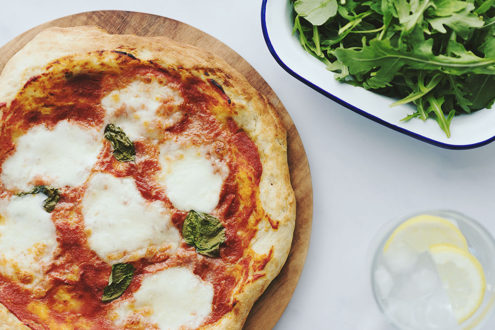 italien pizza with mozzarella cheese and ruccola